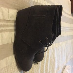 Toms Desert Wedges - gray suede size 9.5